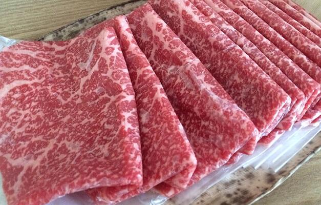 お肉がビニールで分けられています。